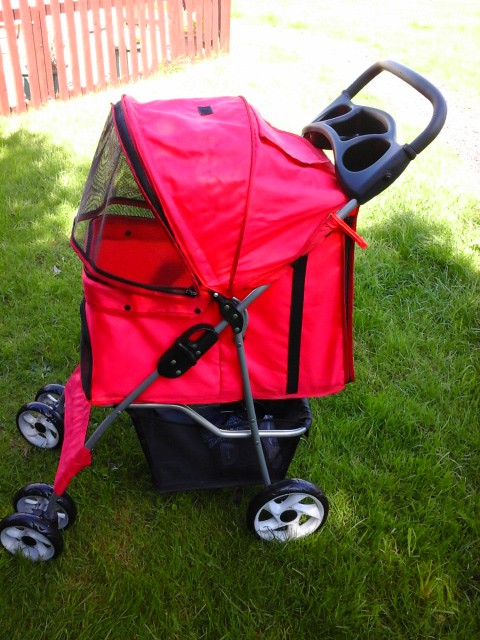 The pet stroller Red uses is the Confidence deluxe folding four wheel pet stroller